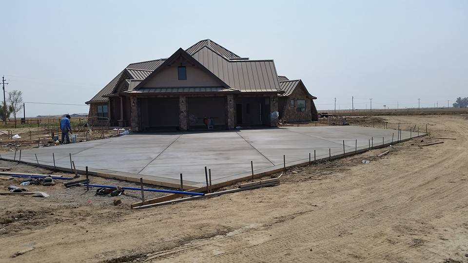 Gray Broom Finish Concrete Driveway | Blue Rock Concrete